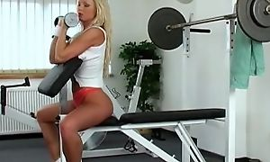 Sporty blonde slut Silvia Saint masturbates in the gym