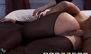 Dirty blonde milf (Alanah Rae) loves anal sex - Brazzers